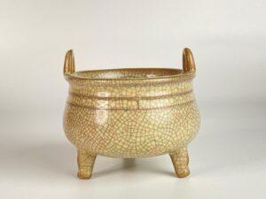 "Song Dynasty –  Ge Kiln ""Tripod Porcelain""  宋代-哥窑陶瓷三足炉鼎"